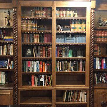Bookshelf edging